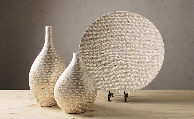 shell, beige, charger, vase, coastal, decorative, winter, 2017, lifestyle, set 31150 Pisces Shell Decorative Charger.31154 Pisces Large Shell Vase.31155 Pisces Small Shell Vase